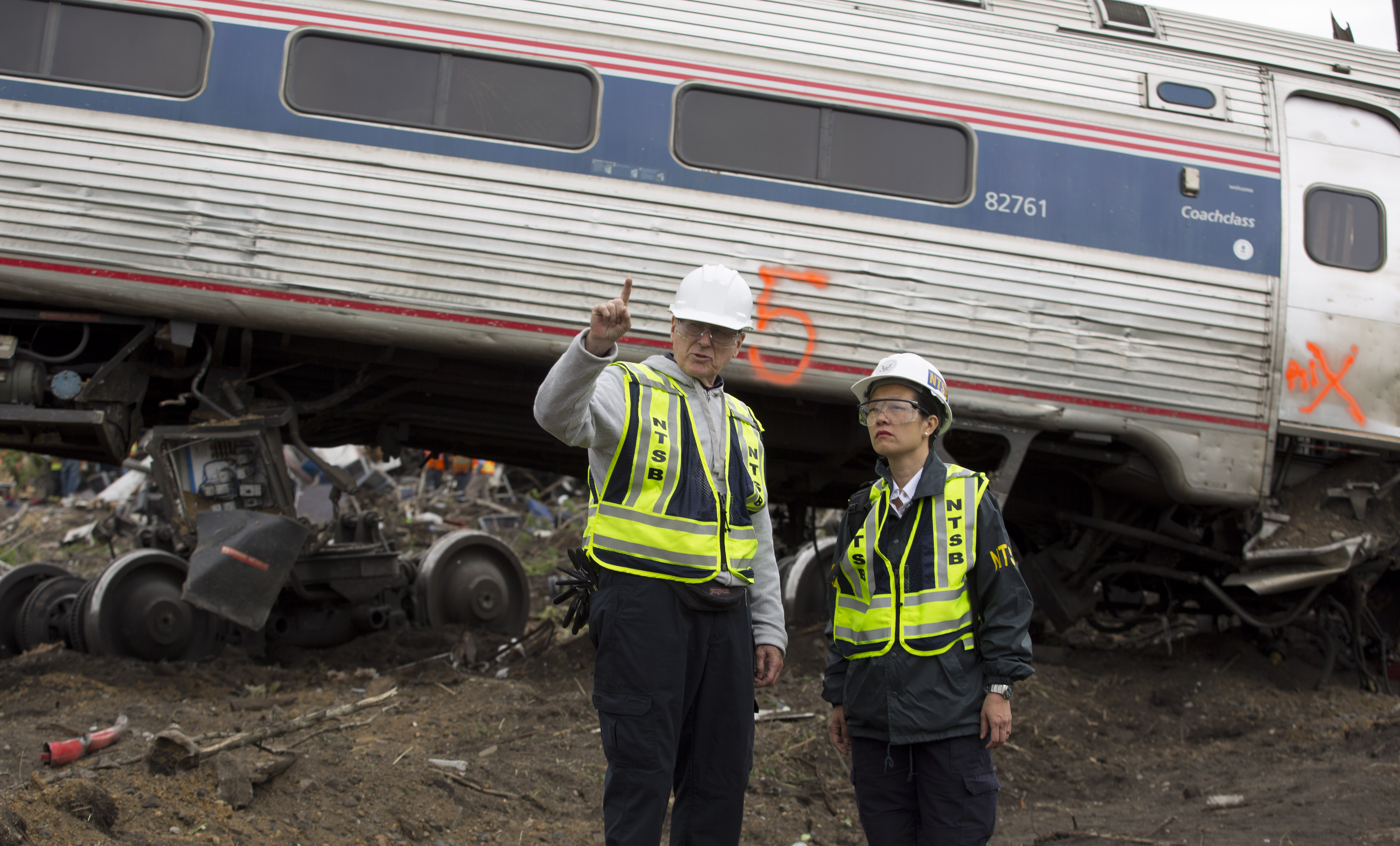 NTSB_2015_Philadelphia_train_derailment_2